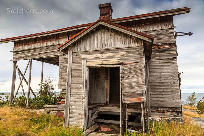 Die zerfallende Holzhütte