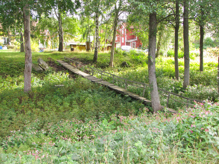 In Sjötorp, dem Endpunkt des Kanals, fanden wir diese kuriose Brücke