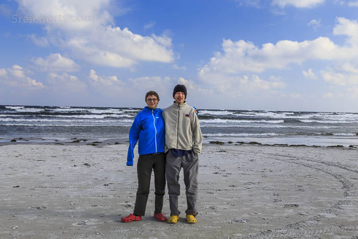 Amy und Noah am Strand von Balka