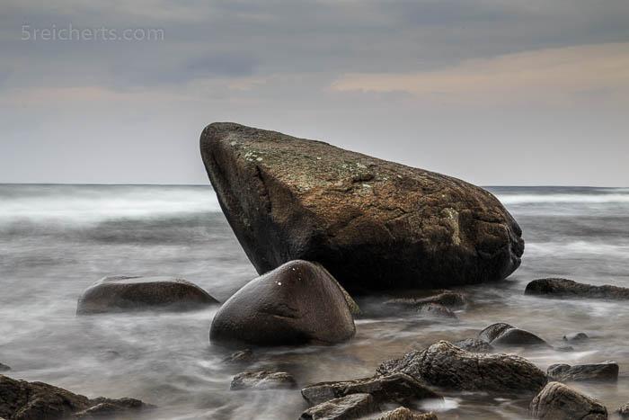 große und kleinere Felsen