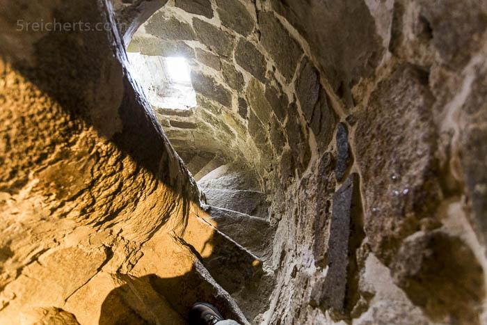 Der Treppenaufgang der Ols Kirke, Bornholm