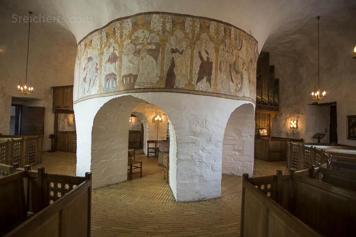 Im Innern der Ols Kirke, Bornholm