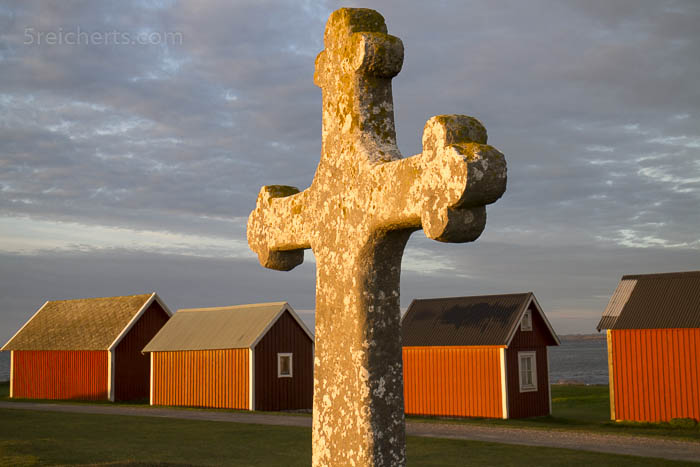 Das Steinkreuz aus dem 12. Jh und Fischerhütten