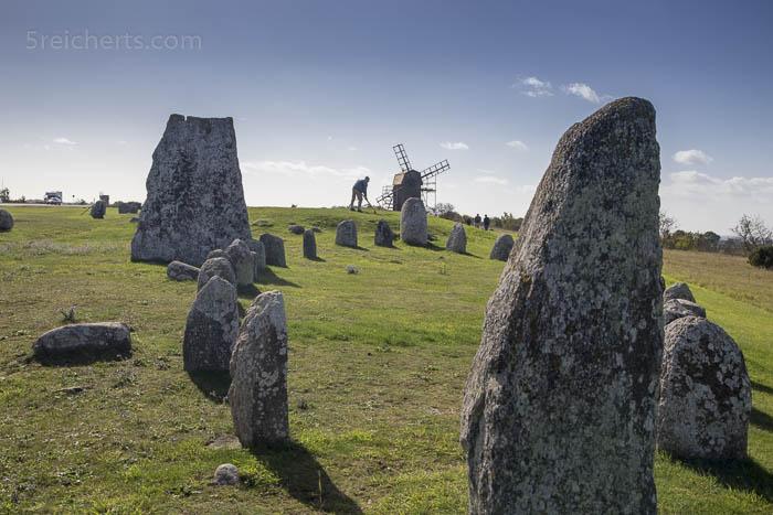 Steinkreis und Windmühle