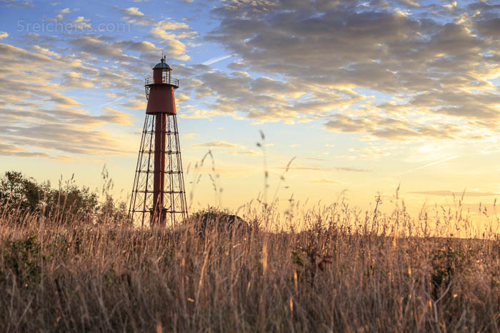 Der rote Leuchtturm Kapelludden früh am Morgen