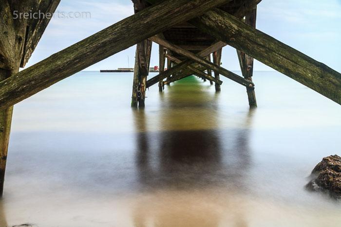 Unter der Holzbrücke