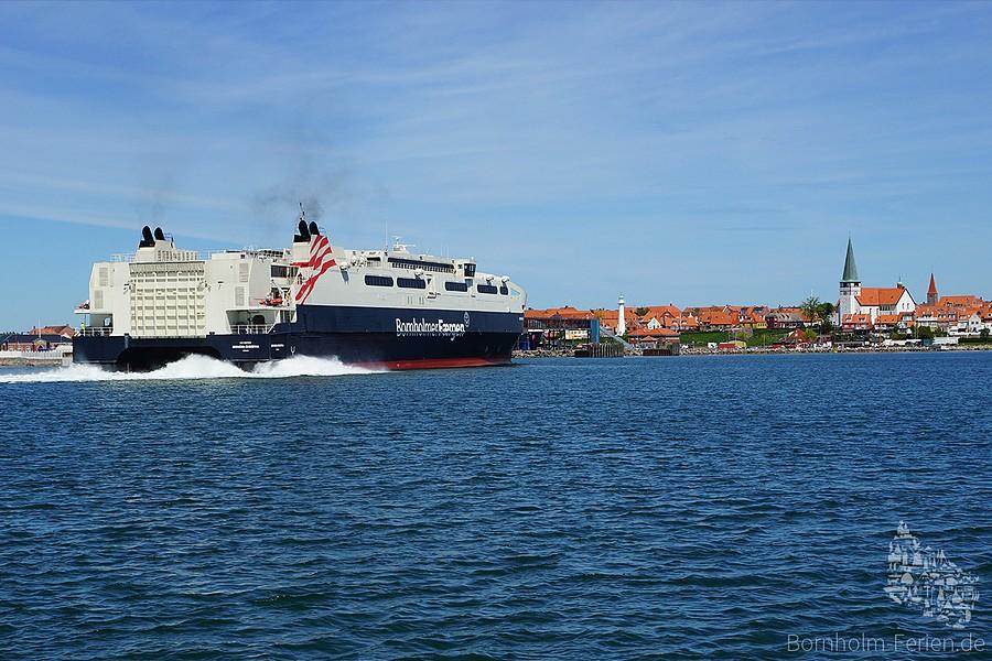 Ankunft der Schnellfähre Leonora Christina im Hafen von Rønne