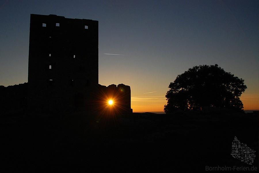Sonnenuntergang auf der Burgruine von Hammershus
