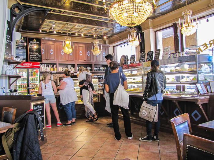 """Im """"Café Husaren"""". Leider habe ich die gigantischen Zimtrollen nicht fotografiert!"""