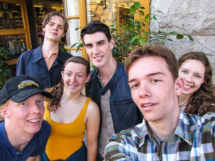 Von links: Aron, Ari, Anja-Melanie, Andrew, Esra, Aurora.