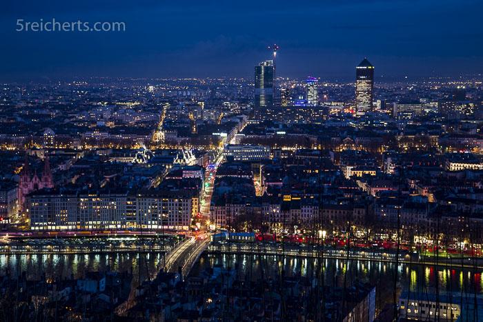 Übersicht über Lyon - es war sehr schwierig, einen Platz am Aussichtspunkt zu erwischen