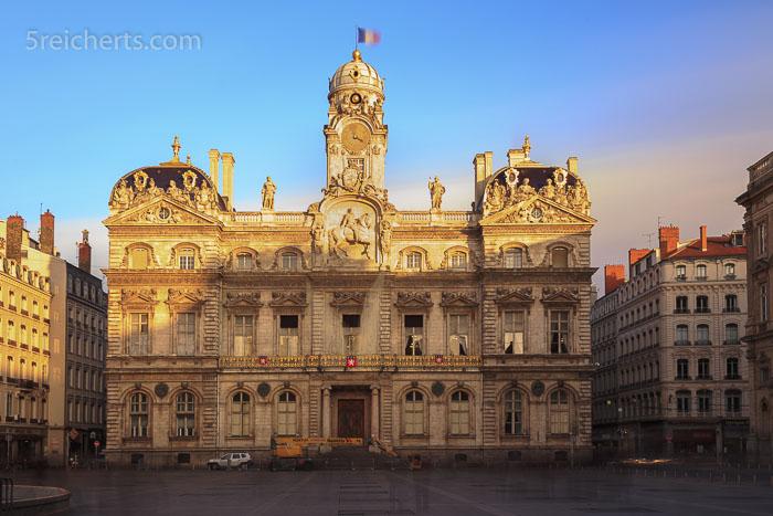 Das Rathaus nach dem Lichterfest - 300 Sekunden mit 1000 fach Graufilter