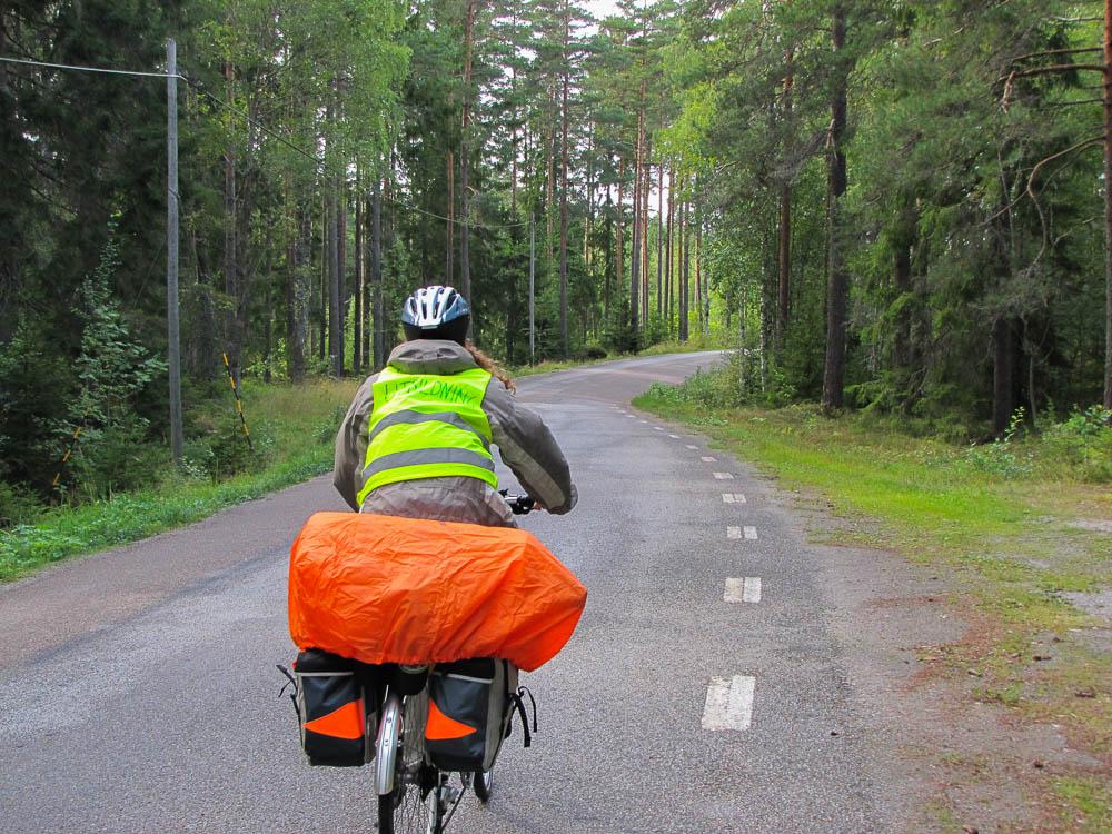 Und los geht's! Wir schlängeln uns am ersten Tag auf Landstraßen durch die Wälder.