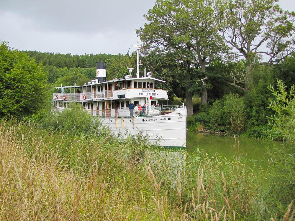 Auf dem Göta-Kanal findet man viele dieser Kanal-Schiffe