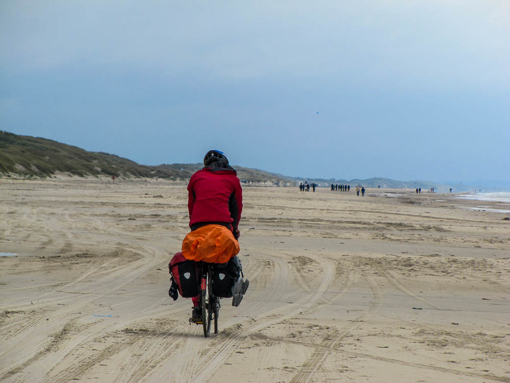 In Dänemark führt die Straße für 14km auf dem Strand entlang.