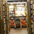 Eine unserer Lieblingsbeschäftigungen in England: in Buchläden schmökern.