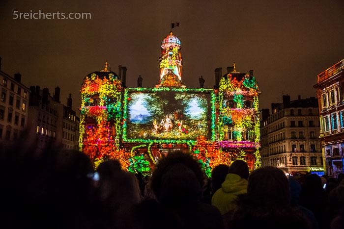 Das angestrahlte Rathaus von Lyon im Lichterfest