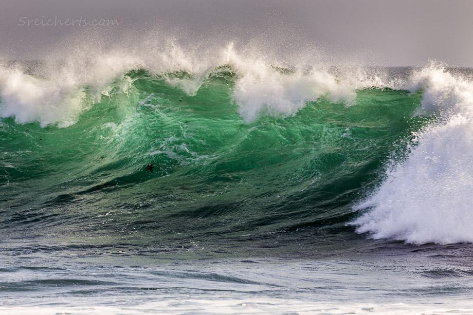 Welle im Gegenlicht, Ile de Sein