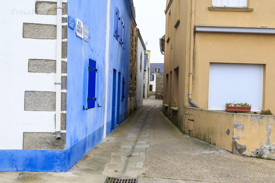 Farbenfrohe Häuser und enge Gassen, Ile de Sein