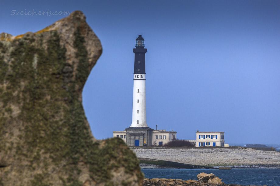 Felsenküste und der Phare de Goulenez, Île de Sein, Bretagne