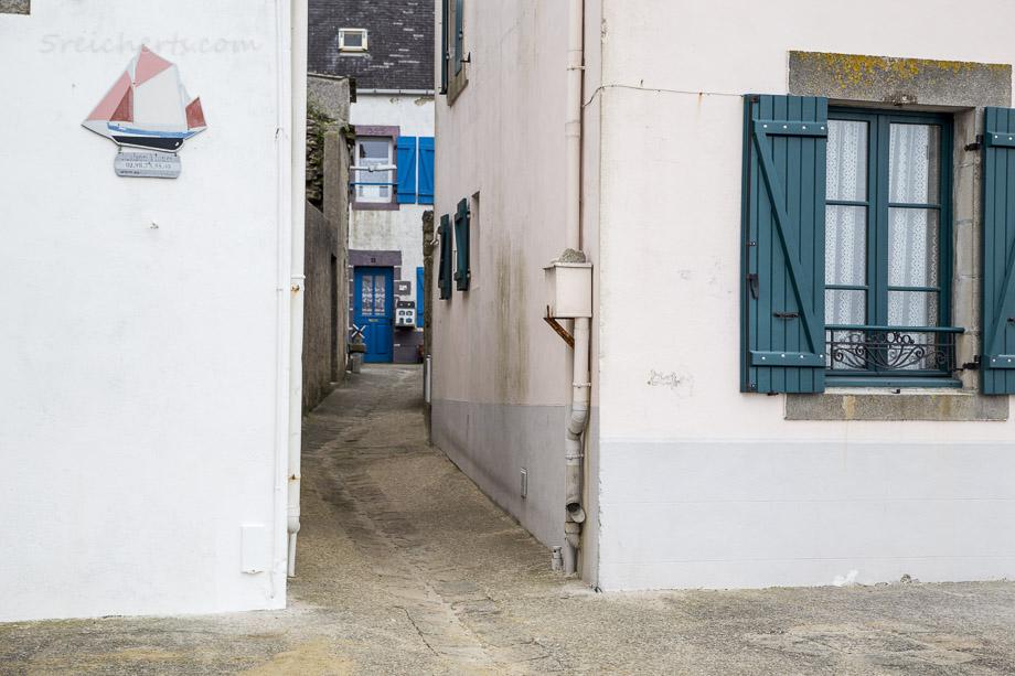 Die engen Gassen sind auch ein guter Windschutz, Ile de Sein, Bretagne