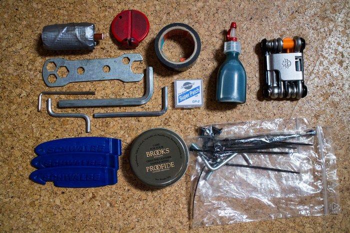 Fahrrad-Reperaturkit. Nicht abgebildet ist mein Ersatz-Fahrradschlauch