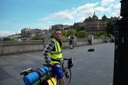 Wir radelten einmal quer durch Edinburgh, was ueberraschend unkompliziert war