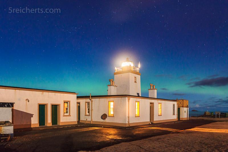 Leuchtturm von Eshaness, und Nordlicht, Shetland, Schottland