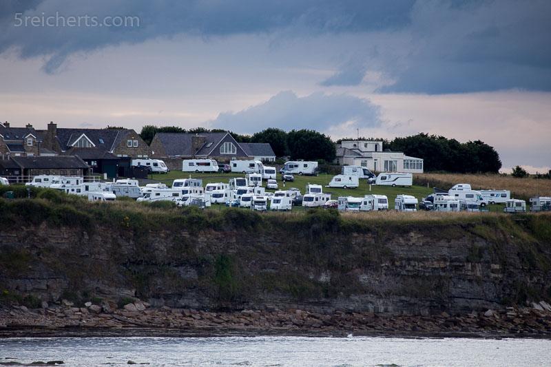 Der einzige Campingplatz weit und breit liegt wunderbarauf den Klippen