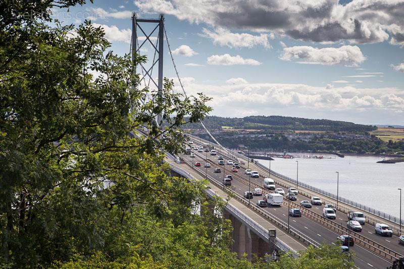 New Firth Bridge mit heftigem Autoverkehr