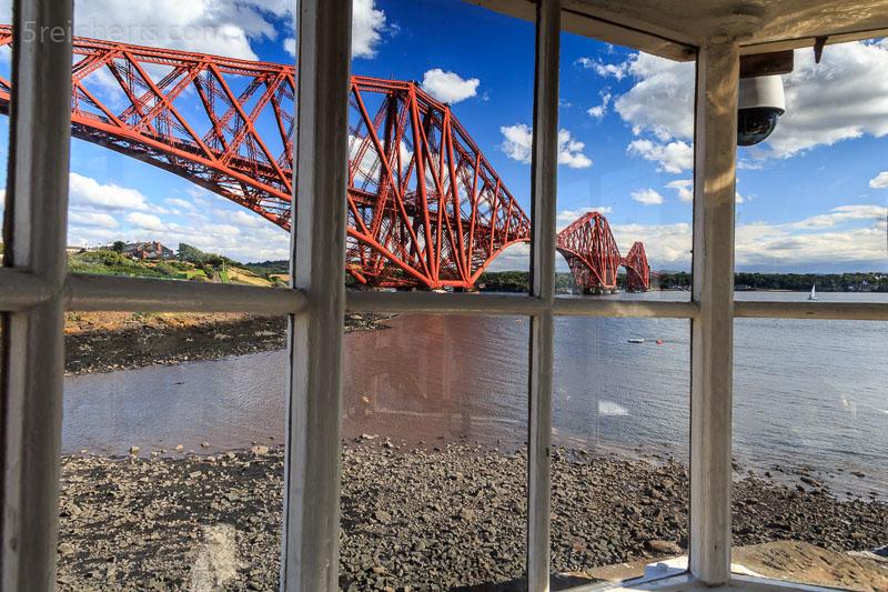 Die Firth Bridge aus dem kleinsten in Betrieb befindlichen Leuchtturm
