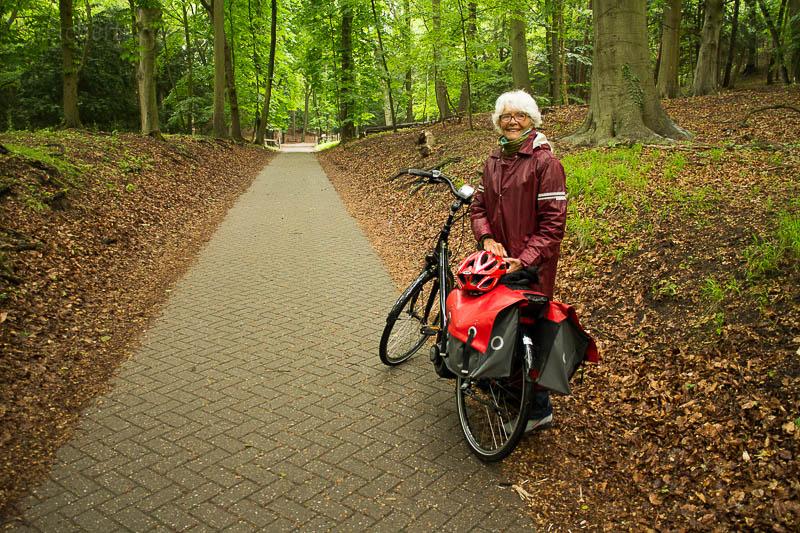 Joke mit ihrem Fahrrad. Es ist toll, wie man so spontan Leute kennen lernen kann!