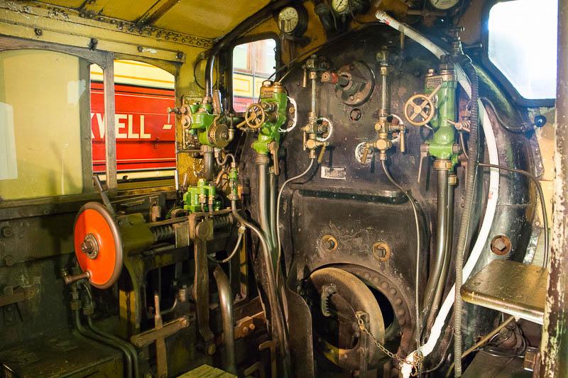 Das Fuehrerhaus einer Dampflok im Transportmseum