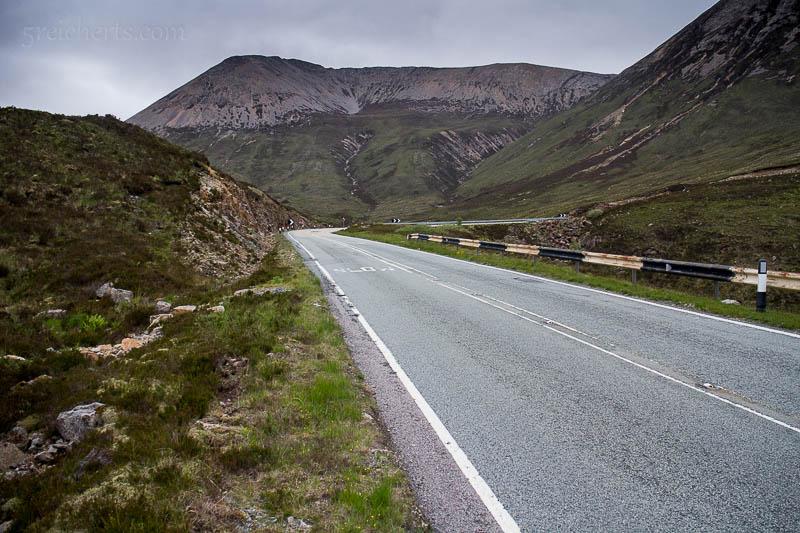 Die Straße, die von einem Ende der Isle of Skye zum anderen führt