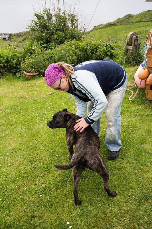 Lisa-Jane mit ihrem Hund Toby