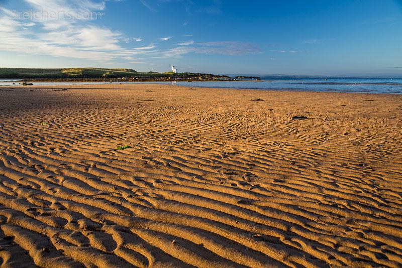 Muster im Sand in Elie, doch die Flut kommt schon