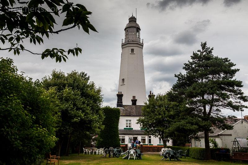 Die Anlage und das Cafe hinter dem Leuchtturm
