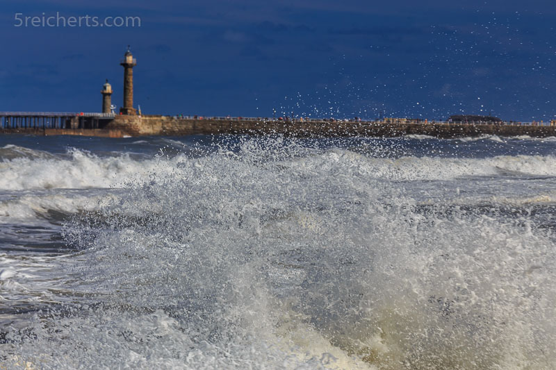 Whitby Leuchttürme im Hafen