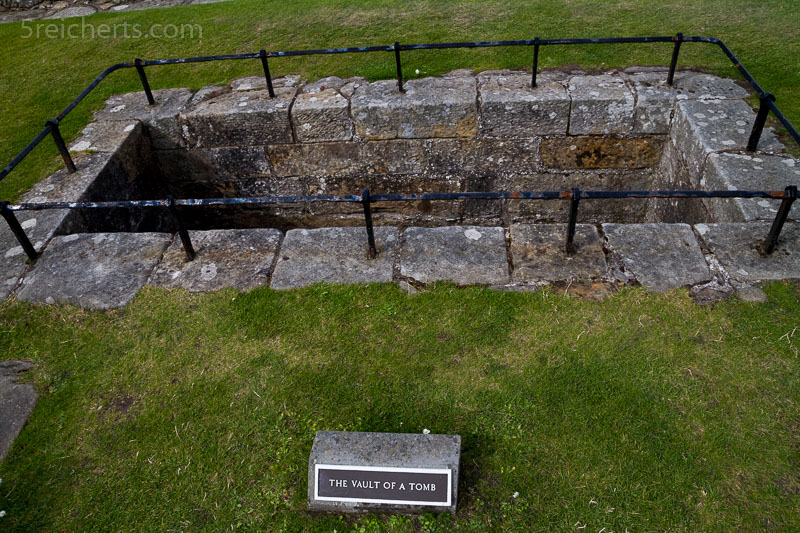 Gräber auf dem Friedhof vor der Kathedrale