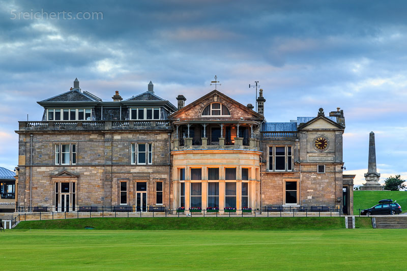 Die Gebäude des Golfclubs