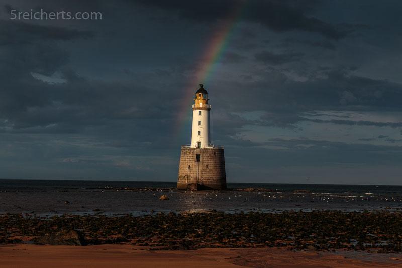 Ratray Lighthouse mit Regenbogen