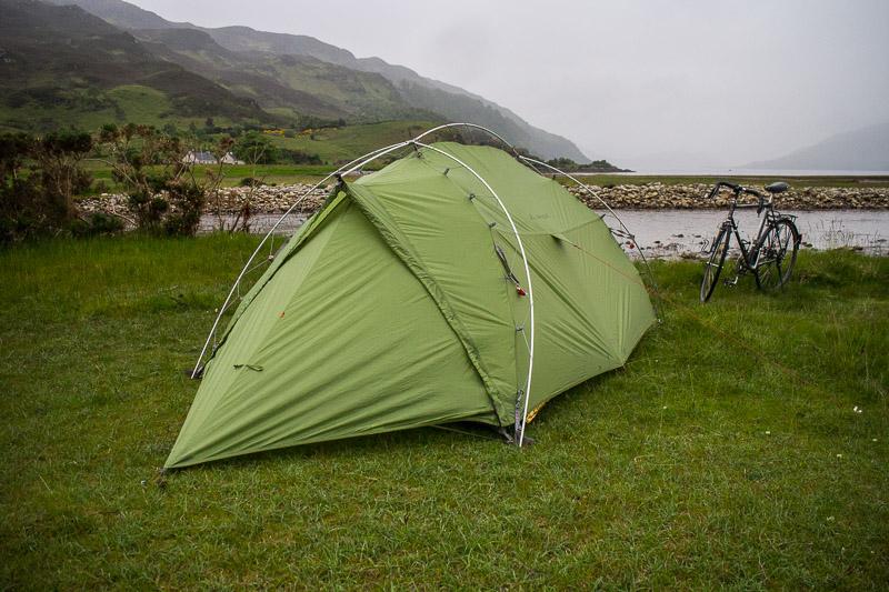 Mein Zelt in der nassen Landschaft Schottlands. Es hielt immer dicht