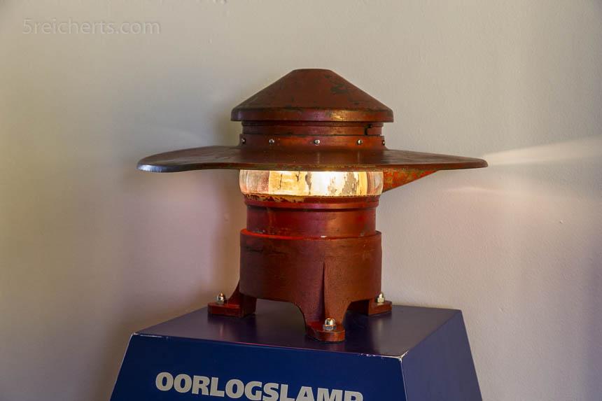 Licht des Leuchtturms in Kriegszeiten - für Flugzeuge nicht sichtbar