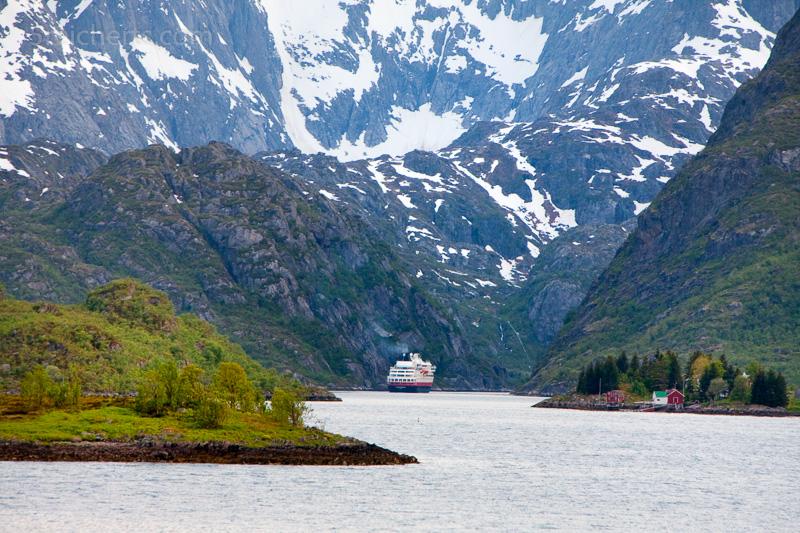 Hurtigrute im Trollfjord