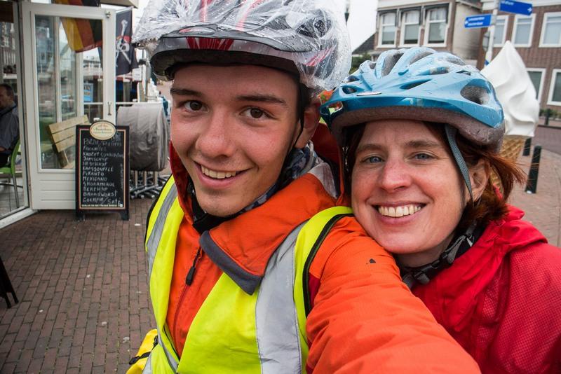 Zum Glück traf ich Michelle, eine Krankenschwester aus Kassel. Sie war auch mit dem Rad unterwegs, und zu zweit war die langweilige Landschaft viel leichter auszuhalten.