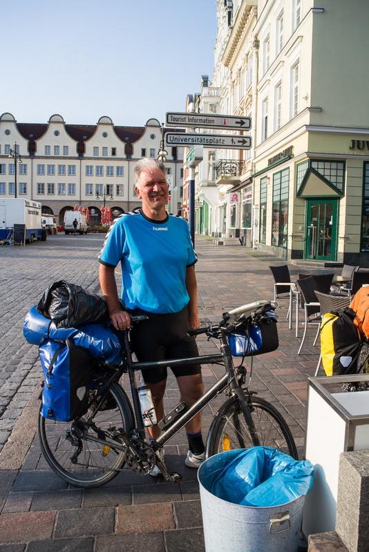 Wieder in Deutshland. Auf der Fähre traf ich noch einen anderen Radler, zusammen fuhren wir nach Rostock rein.