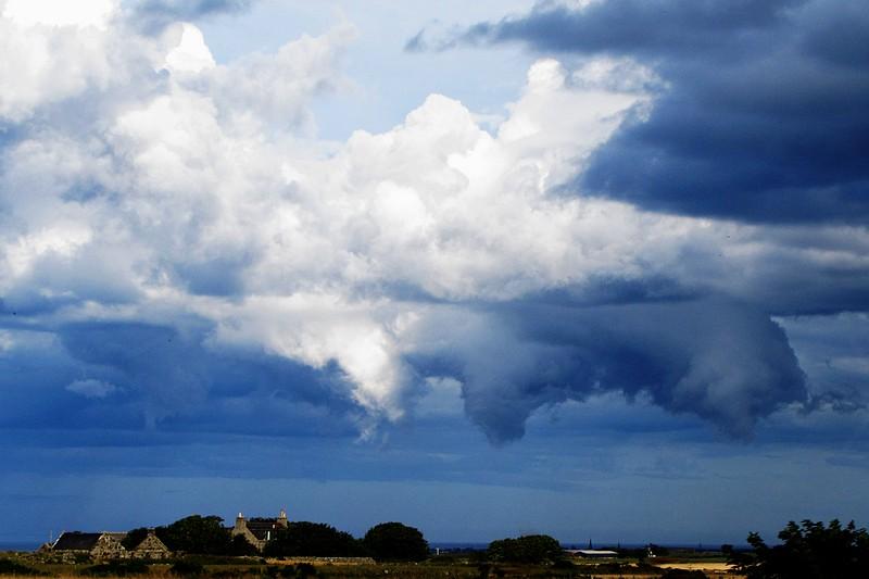 Cloudspeicher ist bequem, ist leider nicht überall erreichbar und kostet bei größeren Datenmengen Geld.