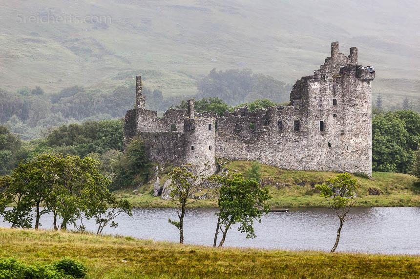 Regenwetter,Castle Kilchum. Bei Nieselregen schattenfrei aufgenommen wirkt die Ruine wie ein Gemälde.