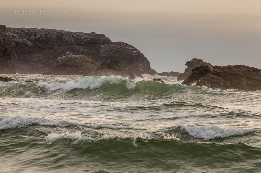 Ohne direktes Sonnenlicht wirkt der Strand farblos und ohne Tiefe.