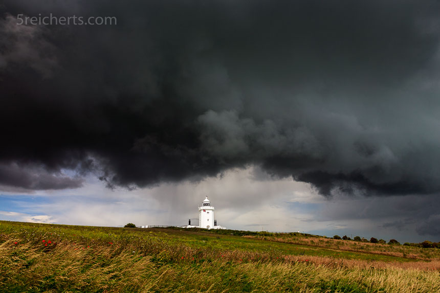 Schwere Gewitterwolken am South Foreland Lighthouse